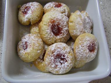 עוגיות אמרטו עם ריבה