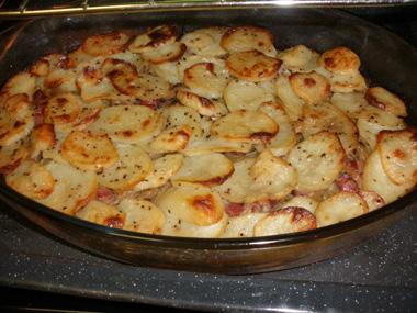 תפוחי אדמה עם בצל וחזה אווז מעושן