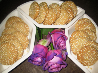 עוגיות טחינה עם שומשום
