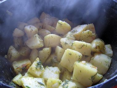 תפוחי אדמה מבושלים עם שמיר