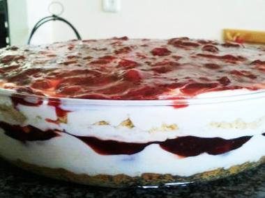 עוגת גבינה פירורים ודובדבנים