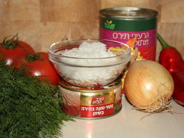 עגבניות ממולאות באורז, תירס וטונה