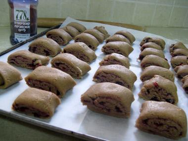 עוגיות פריכות מקמח מלא עם מילוי ריבה לייט