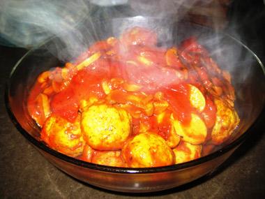 קציצות עוף ופטריות ברוטב עגבניות