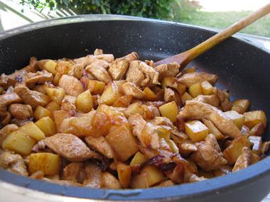 חזה עוף ותפוחי אדמה ברוטב סויה