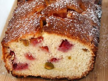 עוגת תותים ופיסטוקים