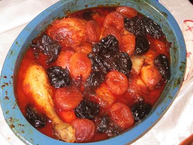 עוף עם פירות יבשים