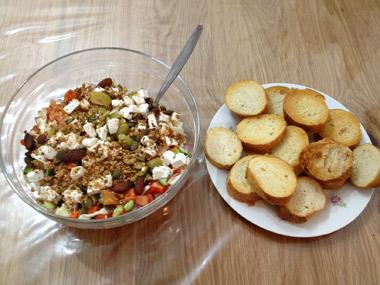 סלט ירקות עם גבינה בולגרית