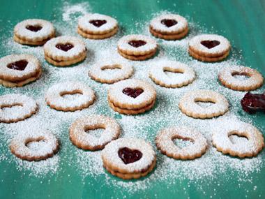 עוגיות קרמל סנדוויץ` עם ריבה
