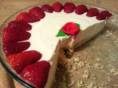 עוגת גבינה עם תותים וקינמון