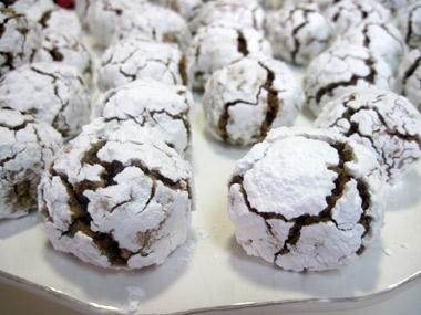 עוגיות אגוזים מושלגות לפסח