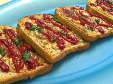 לחם קלוי עם פטריות וגבינת גאודה