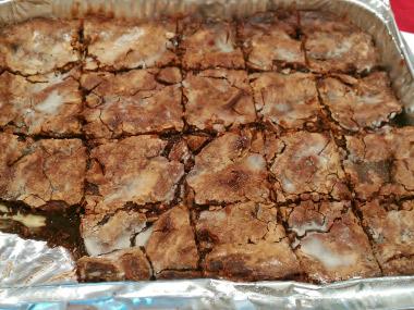 בראוניז שוקולד פריכים במילוי דואט שוקולד