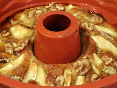 עוגת תפוחים עם מייפל ואגוזים
