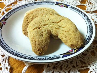 עוגיות שקדים ללא גלוטן בצורת חצי סהר