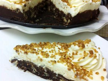 עוגת קרם וניל על בסיס עוגיות ושוקולד