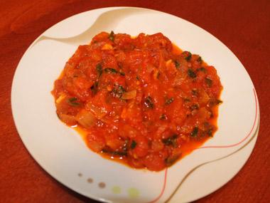 סלט עגבניות בחריפות מעודנת