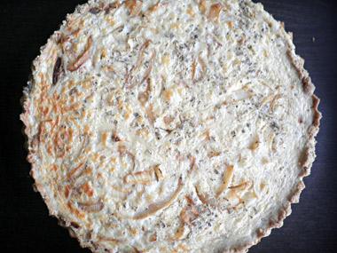 קיש בצל מקמח מלא עם גבינות ואורגנו