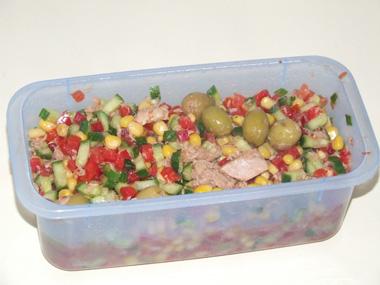 סלט ירקות עם טונה