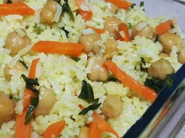 אורז עם גרגירי חומוס וגזר