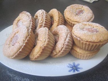עוגיות במילוי שקדים