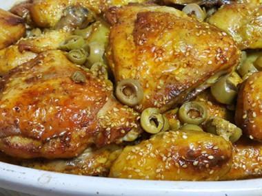 עוף אפוי בתנור עם זיתים