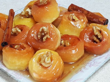 """תפוח """"בדבש"""" במילוי אגוזים"""