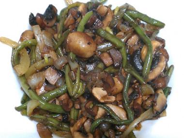 שעועית ירוקה ופטריות בסויה