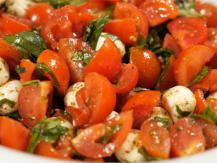 סלט עגבניות ומוצרלה
