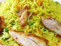 אורז עם אפונה וגזר ונתחי פרגיות