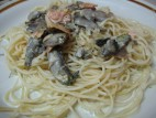 ספגטי ברוטב שמנת פטריות ופרוסות סלמון