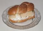 סנדוויץ` ביצה קשה, גבינה צהובה וקוטג`