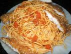 ספגטי ברוטב עגבניות ואצבעות שניצל דג