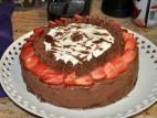 עוגת שוקולד, תותים וקצפת