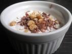 יוגורט טחינה וסילאן עם שוקולד חלב ואגוזים