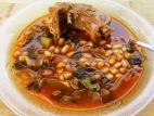 מרק שעועית עם גרונות הודו
