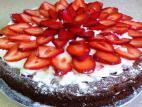 עוגת תותים וקצפת לפסח