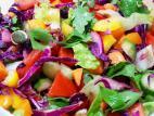 סלט ירקות צבעוני ובריא
