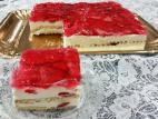 עוגת ביסקוויטים עם קרם וניל ותותים