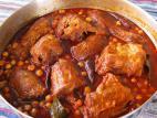 תבשיל גרונות הודו עם חומוס