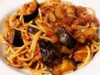 ספגטי טבעוני ברוטב עגבניות וקוביות חצילים