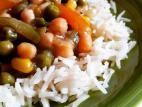 תבשיל ירקות על מצע אורז בסמטי