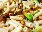פסטה אורז מלא עם קישואים, פטריות ותירס