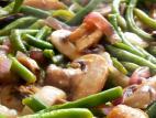 שעועית ירוקה עם פטריות ובצלים