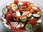 סלט ירקות עם גבינה צפתית