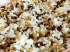 מג`דרה אורז ועדשים שחורות