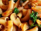 פסטה מאורז חום עם תרד ופטריות