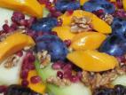 סלט פירות ברוטב לימון וג`ינג`ר