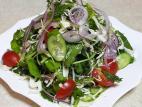 סלט ירקות עם רוטב לימון, שום וחרדל