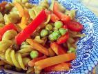 מוקפץ ירקות עם פסטת אפונה ירוקה